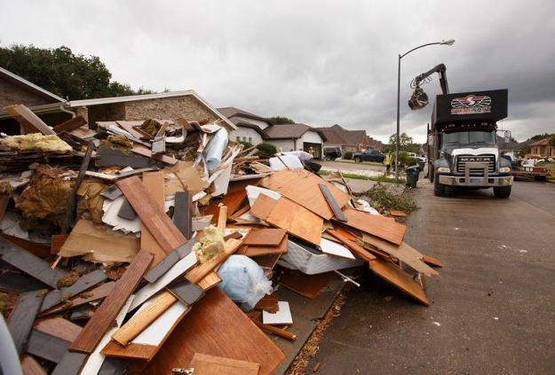 Debris_pickup_TT_Harvey